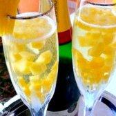 Французький крюшон з ананасами і шампанським
