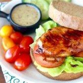 Гарячий бутерброд з курячою грудкою