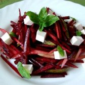 Як приготувати салат з сирого буряка