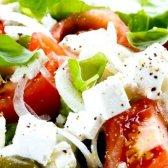 Який зробити салат з перцю, помідорів і огірків