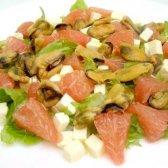 Салат з мідій з грейпфрутом і бринзою