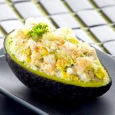 Салат з авокадо і курячою грудкою