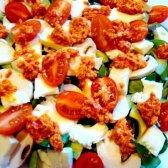 Салат з кіноа, авокадо і помідорами чері