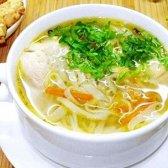 Суп з брокколі, локшиною та м'ясними фрикадельками