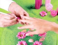 Чим знежирити поверхню нігтя