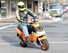 Чим скутер відрізняється від мопеда