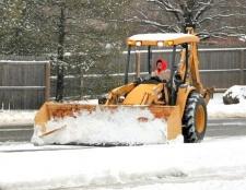 Що робити, якщо снегоуборщик подряпав авто