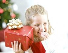 Що подарувати дівчинці на 8 березня