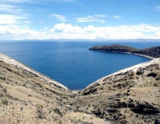 Де знаходиться озеро Тітікака
