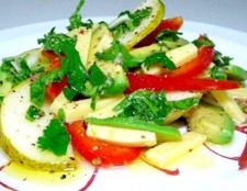 Грушевий салат з авокадо і сиром