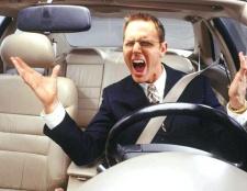 Чи мают право забирати автомобільні права в іншій країні