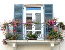 Як бюджетно облаштувати балкон