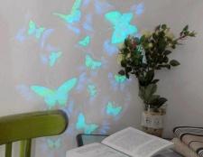 Як декорувати стіну метеликами