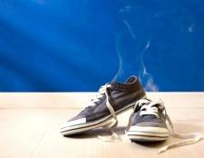 Як позбавити своє взуття від запаху: практичні поради