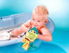 Як купати дитину до року