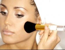 Як матувати жирну шкіру при макіяжі