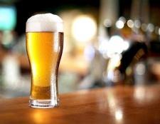 Як налити пиво в келих, щоб не було піни
