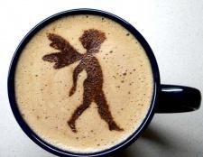 Як нанести малюнок на каву