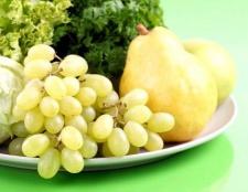Як відрізнити фрукти від ягід і овочів