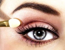 Як підібрати макіяж під колір очей