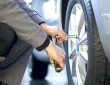 Як поміняти колесо, якщо поруч немає шиномонтажу