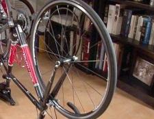 Як поміняти колесо велосипеда