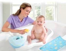 Як правильно купати малюка