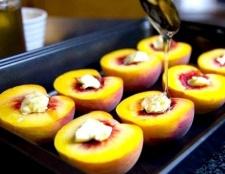 Як приготувати персики, запечені з чебрецем