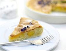 Як приготувати пиріг з абрикосом і манним кремом?