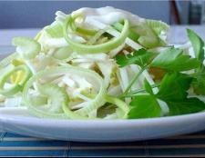 Як приготувати салат з кореня селери