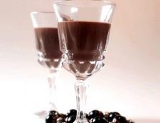 Як приготувати шоколадний лікер