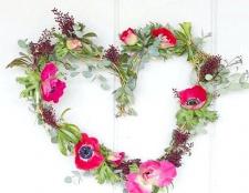 Як зробити квітковий вінок у формі серця