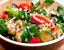 Як зробити салат з кабачків
