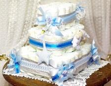 Як зробити торт з памперсів в подарунок малюкові