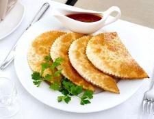 Як зробити смачне, хрустке тісто для чебуреків