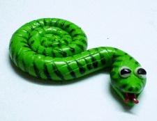 Як зробити змійку-магніт з полімерної глини