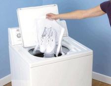 Як прати кросівки в пральній машині