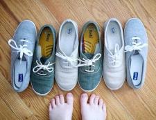 Як усунути неприємний запах у взутті