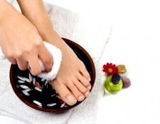 Як усунути запах поту ніг