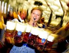 Як дізнатися, розбавляють чи пиво в барі перед подачею