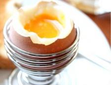 Як варити яйця всмятку