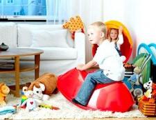 Як вибрати іграшку для дитини за віком