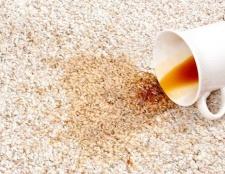 Як вивести пляму від кави з килима