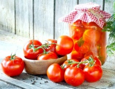 Як законсервувати помідори на зиму