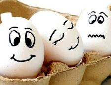 Як запхати куряче яйце в пляшку