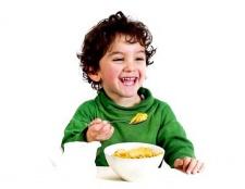 Як змусити дитину їсти