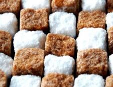 Який цукор краще: тростинний або буряковий?