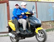 Чи потрібні права на скутер?