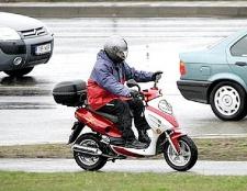 Чи потрібні права водієві скутера