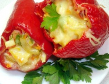Перець фарширований сиром і яйцем